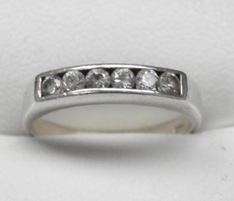 Silver and clear stone ring - size approx L 1/2
