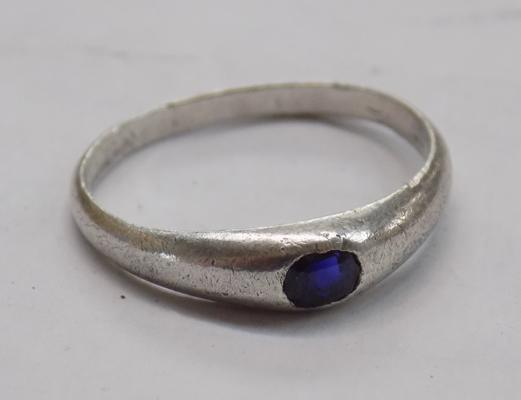 Silver and blue stone ring approx. size R