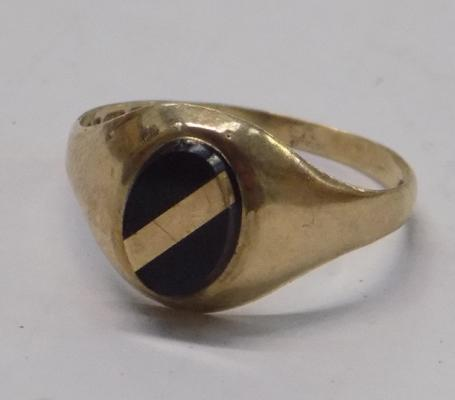 9ct gold signet ring approx. size K1/2