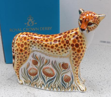 Royal Crown Derby cheetah paper weights gold stopper
