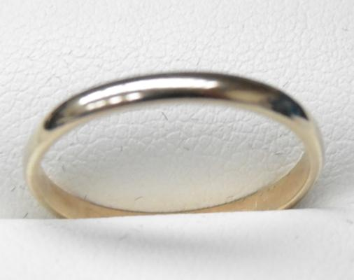 9ct Gold plain band ring - size R