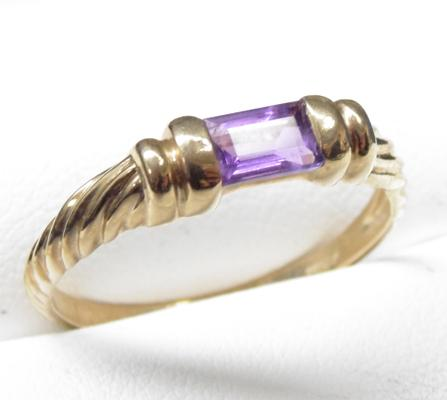 9ct Gold Amethyst Roman style ring - size U 1/2