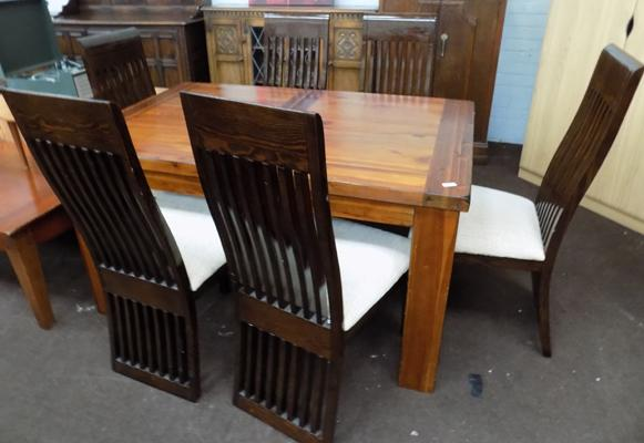 Solid oak table and 6 matching contemporary chairs