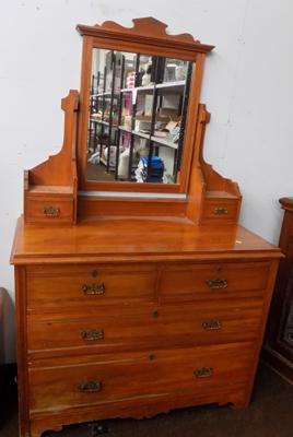 3 drawer chest with mirror