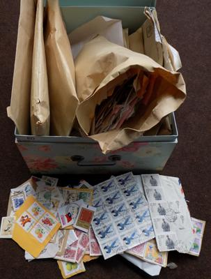 Large quantity of stamps - various countries