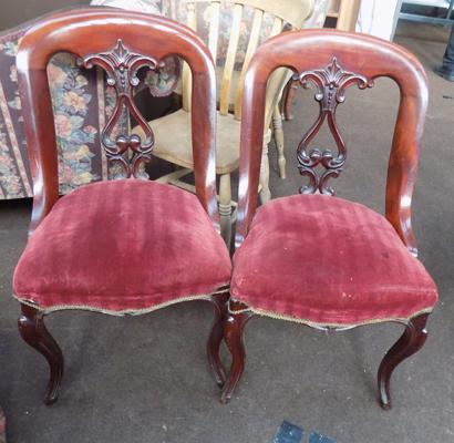 Matching pair of chairs