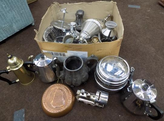 Mixed box of pewter and metal items