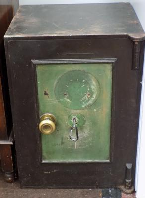 Safe-missing plaque and inside draw, needs attention (keys in office)