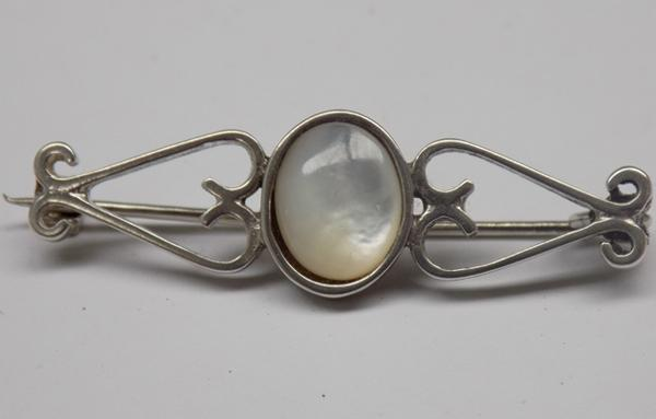 925 silver mother of pearl brooch, approx. 1.5""