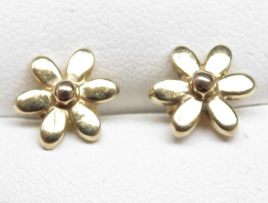Pair of 9ct gold, 'Daisy' flower earrings