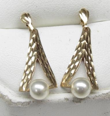Pair of drop faux pearl diamond cut earrings