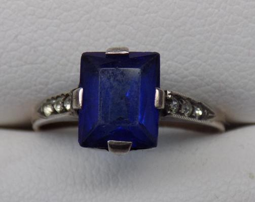 Vintage 9ct gold and silver blue stone ring