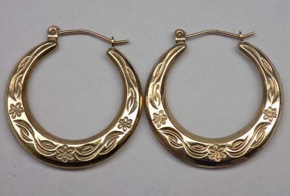 9ct gold hoop earrings with detailed pattern - no hallmark, tested