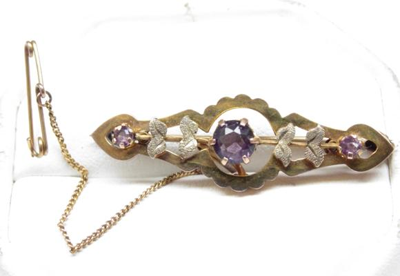 9ct gold amethyst brooch with safety chain