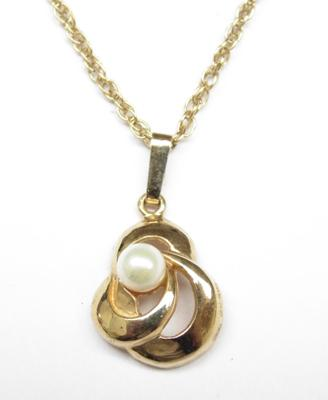 9ct gold chain, 20 1/2cm, with 9ct gold & real pearl pendant