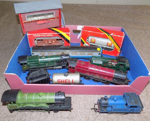 Selection of OO/HO trains including several Hornby engines
