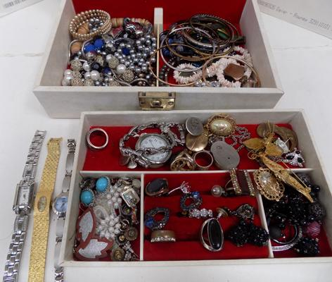 Box of vintage and costume jewellery