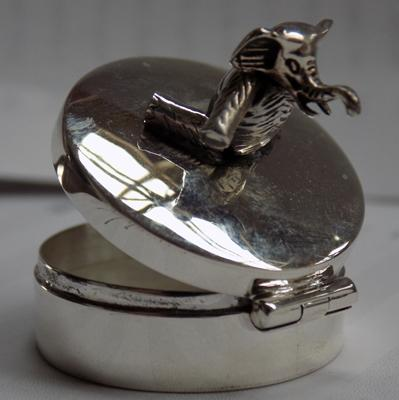 Silver elephant pill box - small