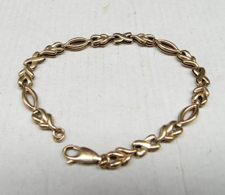 "9ct gold bracelet, 8"" long"