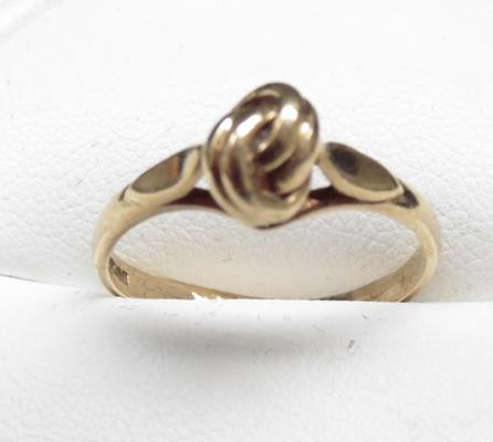 9ct gold 'Lover's Knot' ring, size Q