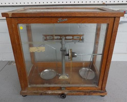 Vintage 'Towels Widness' scales in glass case