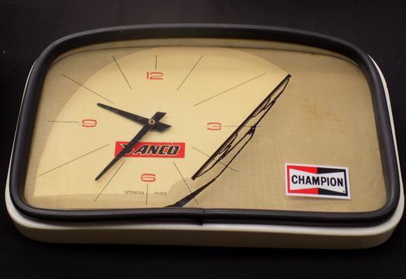 Champion car windscreen clock with cracked plastic at the back - display not effected w/o