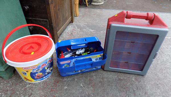 2x Tubs of Meccano & carry cases