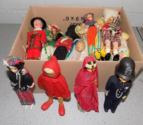 Box of collectable 'Dolls of the World'