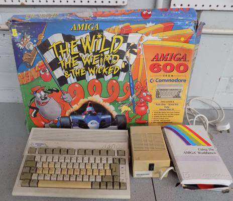 Commodore Amiga 600 computer in box