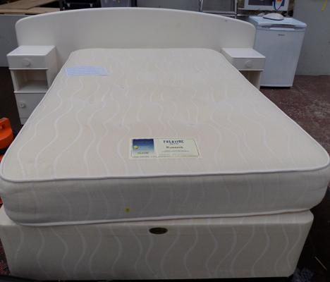 Double bed with head board