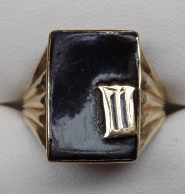 Large 9ct gold ring, unusual style, approx. size S