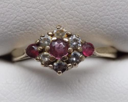 9ct gold garnet & clear stone ring, approx. size M 1/2