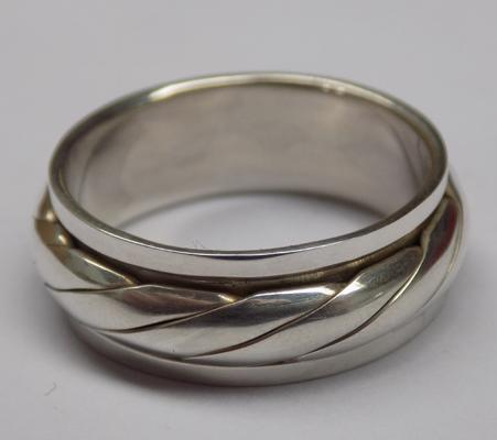 925 silver spinner ring, approx. size P