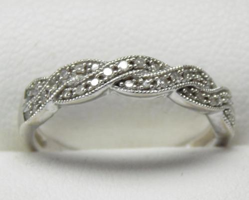 9ct white gold diamond plaited ring, size L 1/2