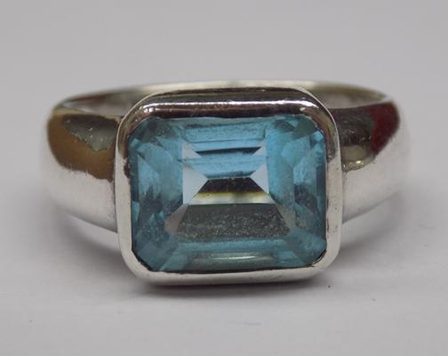 925 silver & blue stone ring, approx. size N