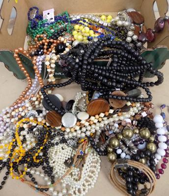 Good box of mixed costume jewellery