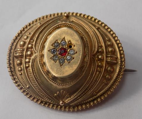 Antique 9ct gold brooch-missing stone