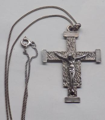 925 silver crucifix on 925 silver chain