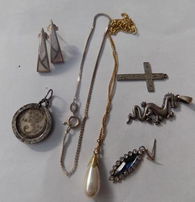 Selection of silver jewellery etc