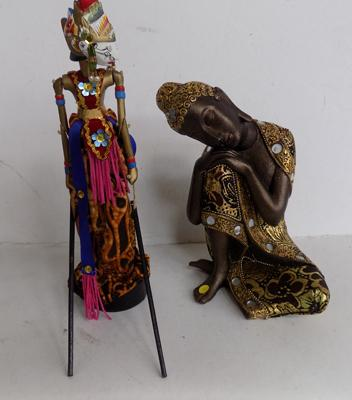 2x Indonesian style figures
