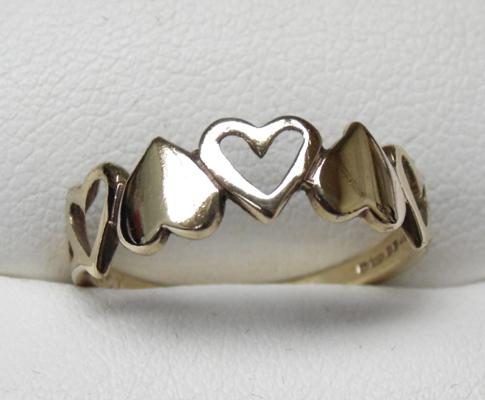 9ct gold 5 hearts ring, size N 1/2