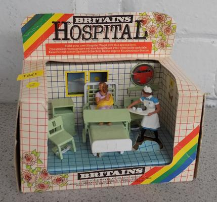 Briatains hospital nurse, mother & baby (7853)
