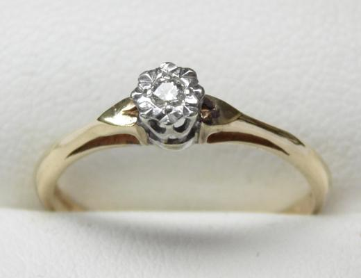 9ct gold diamond solitaire ring, size O