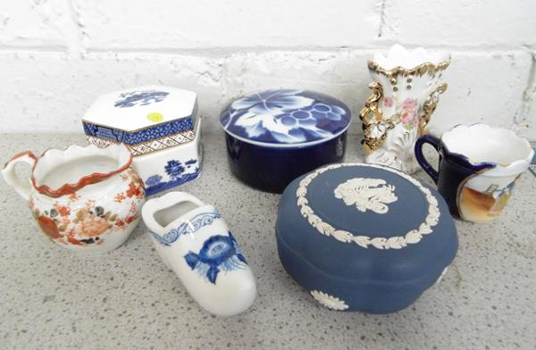 Small collection of ceramics inc Wedgwood