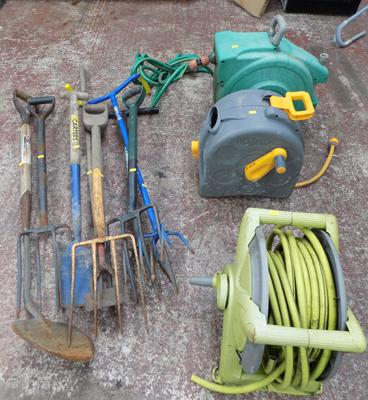 Gardening tools and 3 hose reels (no leaks)