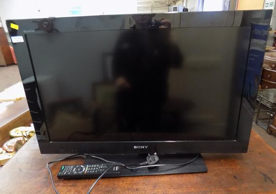 "Sony 32"" TV and remote , 3 year old W/O"