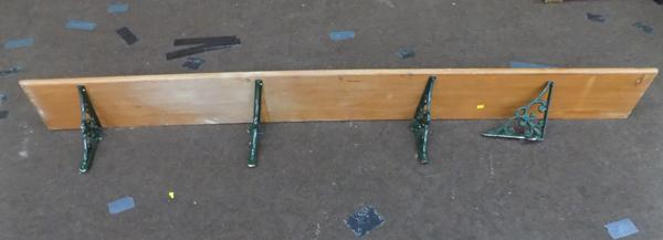 Pine shelf with 4 brackets