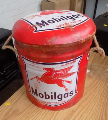 Mobilgas bin with padded seat