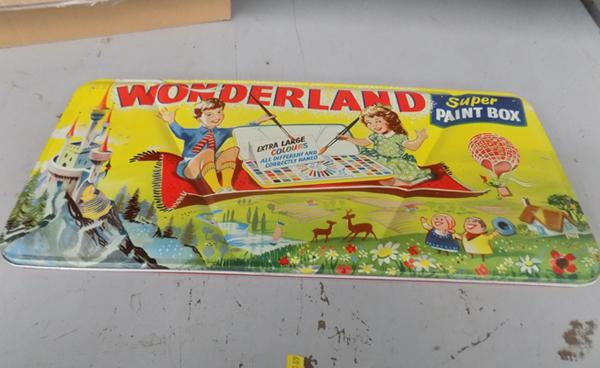 Retro/vintage Wonderland Super Paint Box, used
