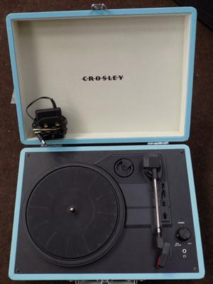 Suitcase record player in W/O